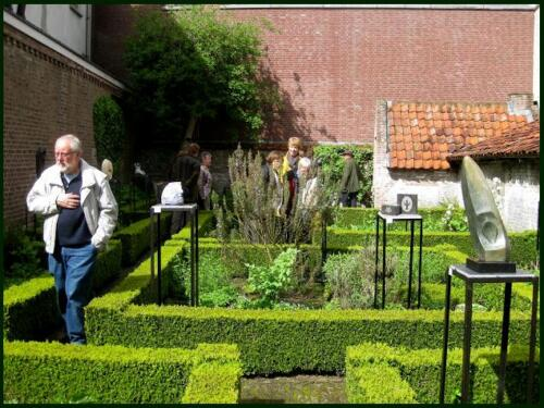 Zon in de museum-binnentuin