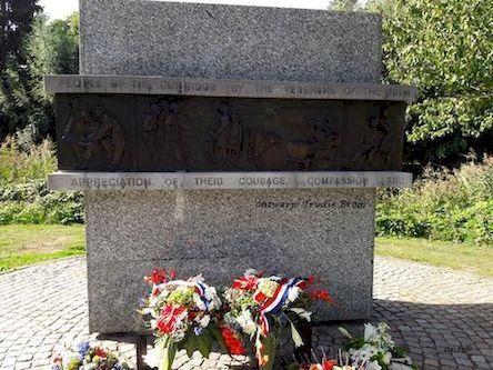 Corridor monument (1)